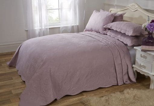 Quilted Paisley Motif Bedspread Set in Aubergine
