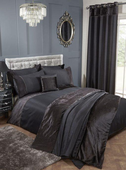 Velvet Trimmed Duvet Set in Black